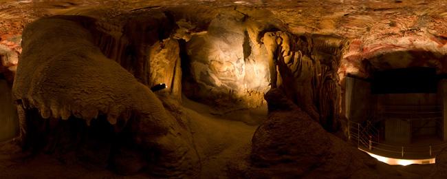 Asturias con niños a ´donde vamos hoy? a la Visita la Cueva de Cuevas con lámpara de tuétano