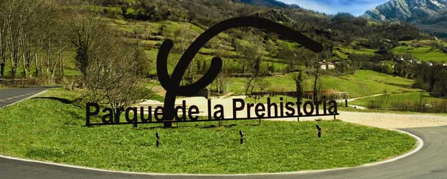 Asturias con niños: Jornada de aventura prehistórica en Teverga